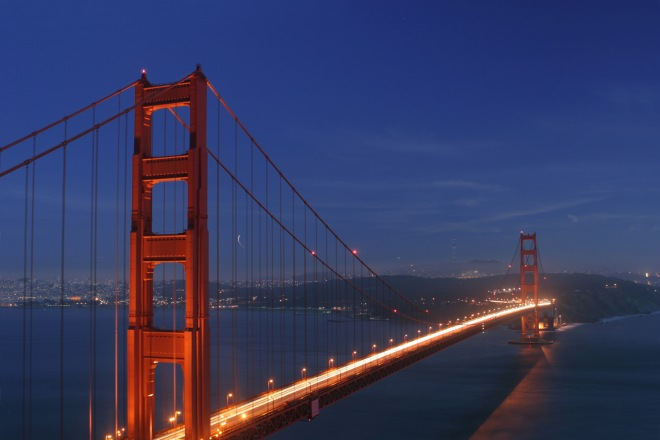 Golden_gate_bridge_at_dusk