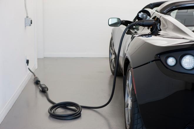 Roadster_2.5_charging.jpg