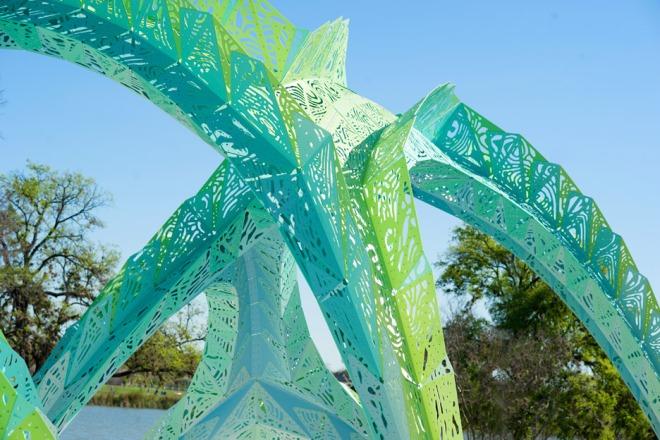 spineway-marc-fornes-theverymany-architecture-infrastructure-public-art-san-antonio-texas-usa-aluminium_dezeen_936_7